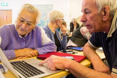 Artikel om SeniorNet Huddinge