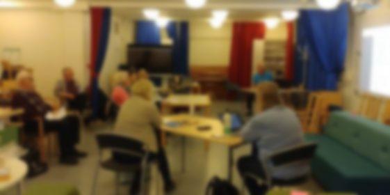 SeniorNet Huddinge bjuder in till Öppet hus 14 oktober i biblioteket och WEBBMÖTE kl. 13.00.